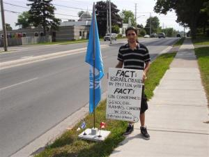 'Sagi, an Israeli from Jerusalem poses w/Mark Vandermaas' UN flag, July 07/11, Day 15, Blue Beret vigil vs. London Muslim Mosque support for Cdn Boat to Hamas
